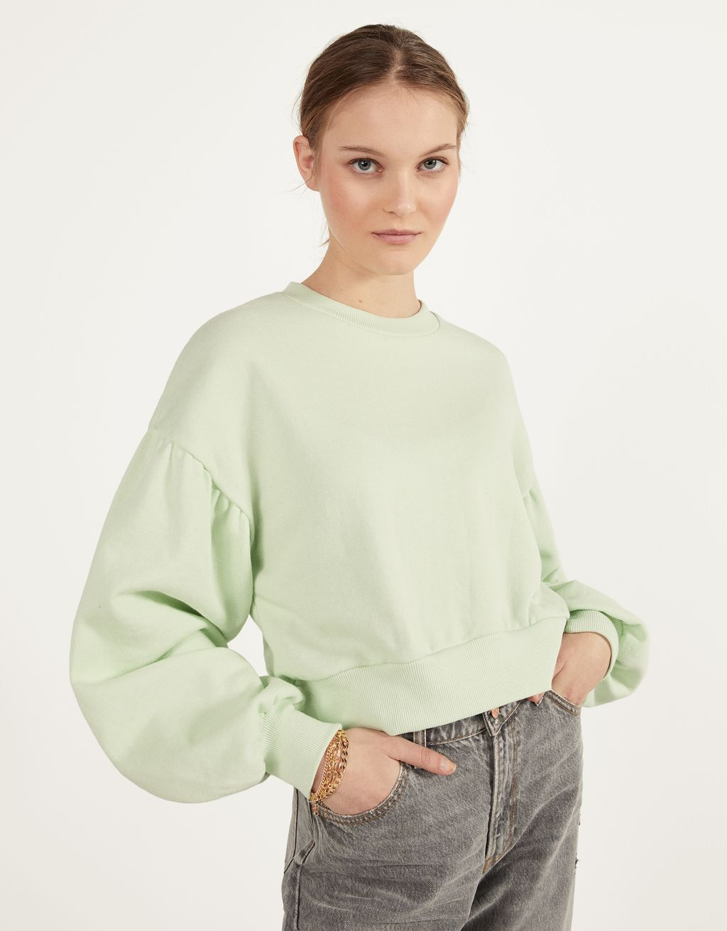 Sweatshirt with voluminous sleeves