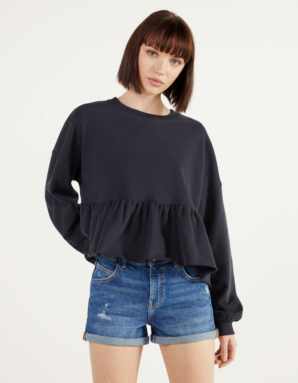 Sweatshirt with ruffle trims
