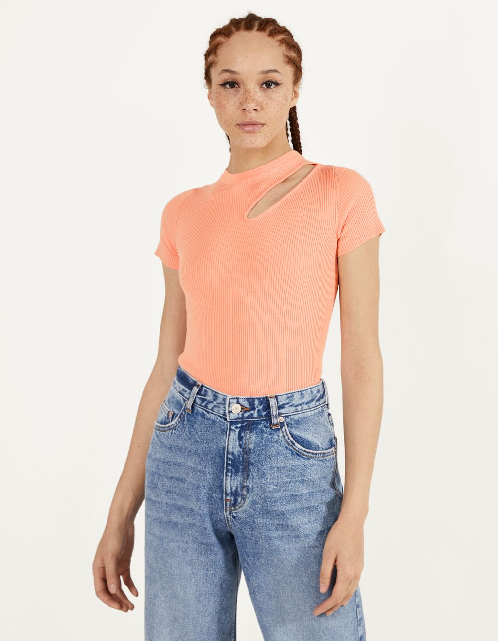 Top with cut-out detail on the shoulder