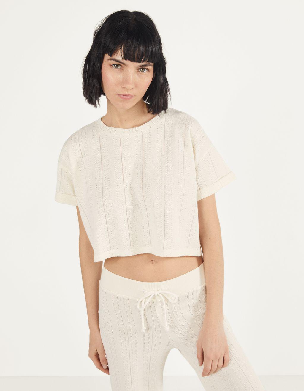 T-shirt med korte, oprullede ærmer