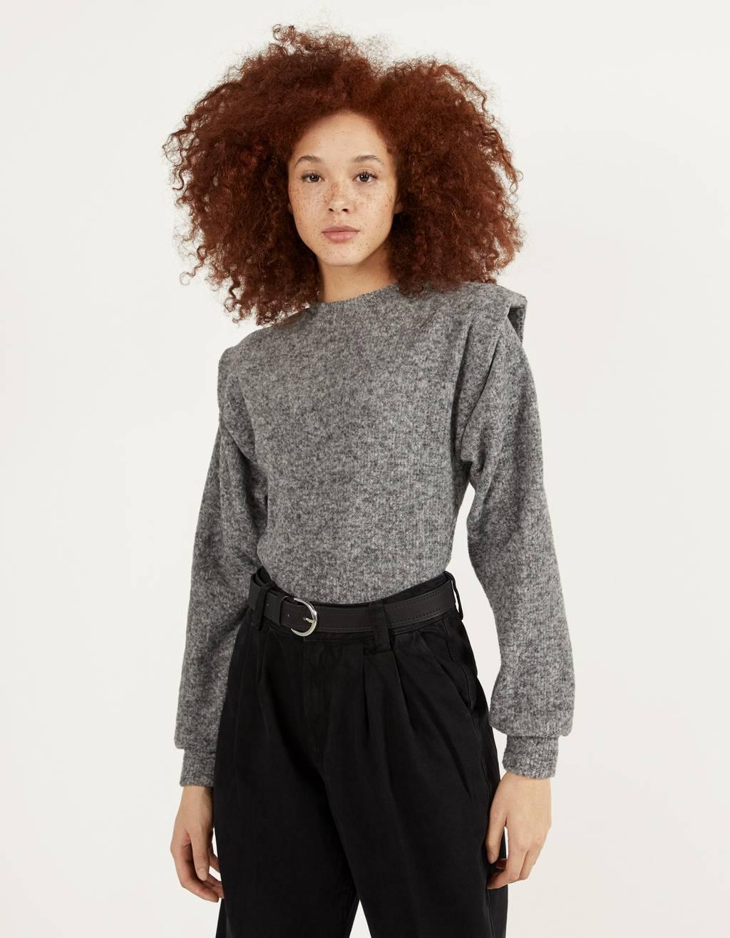 肩パッド入りセーター