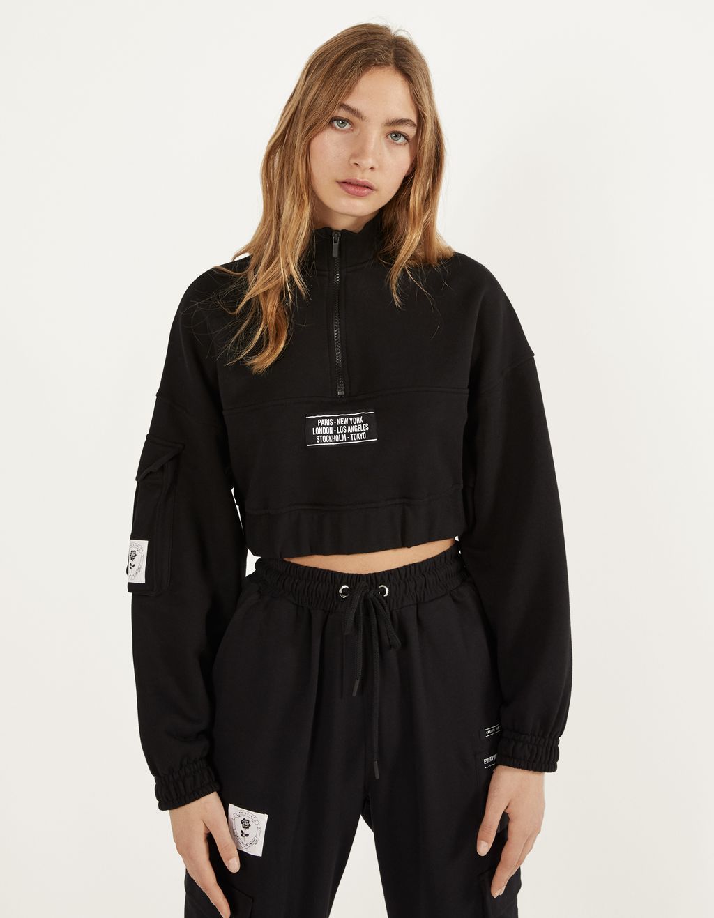 Cropped sweatshirt with zipped neck