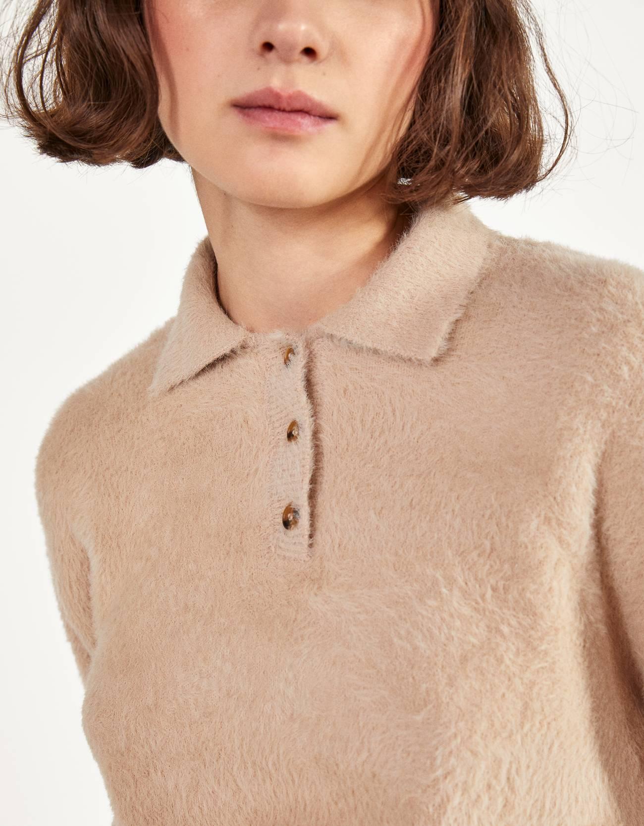 Пушистый свитер в стиле поло Верблюжий Bershka