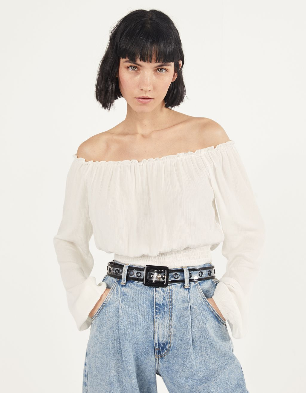 Off-shoulder bluse med lange ærmer