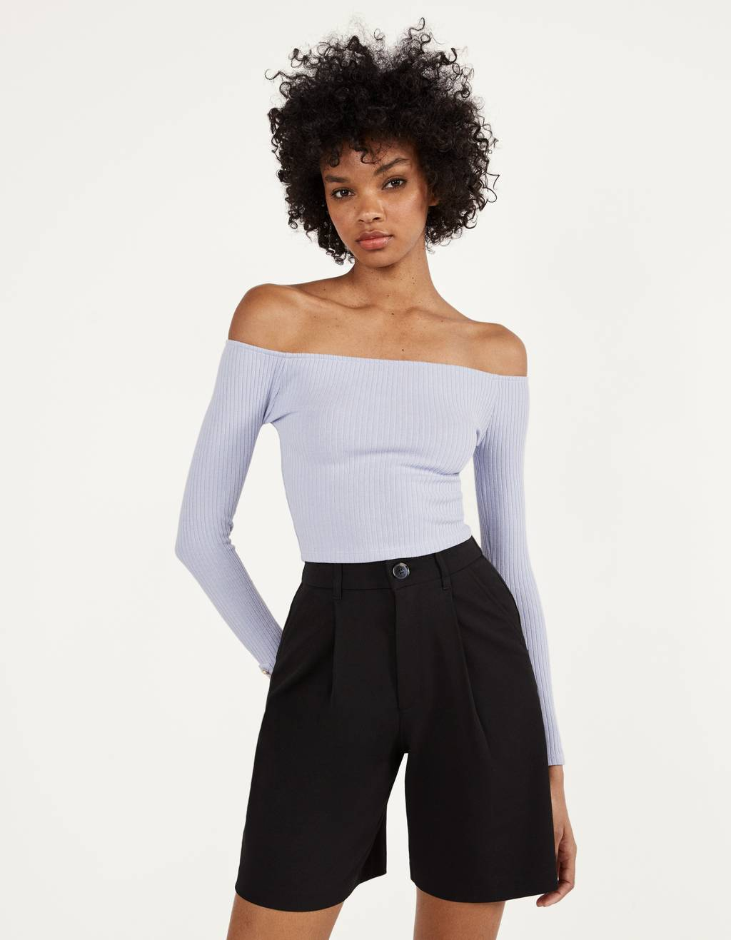 Off-the-shoulder T-shirt with buttoned cuffs