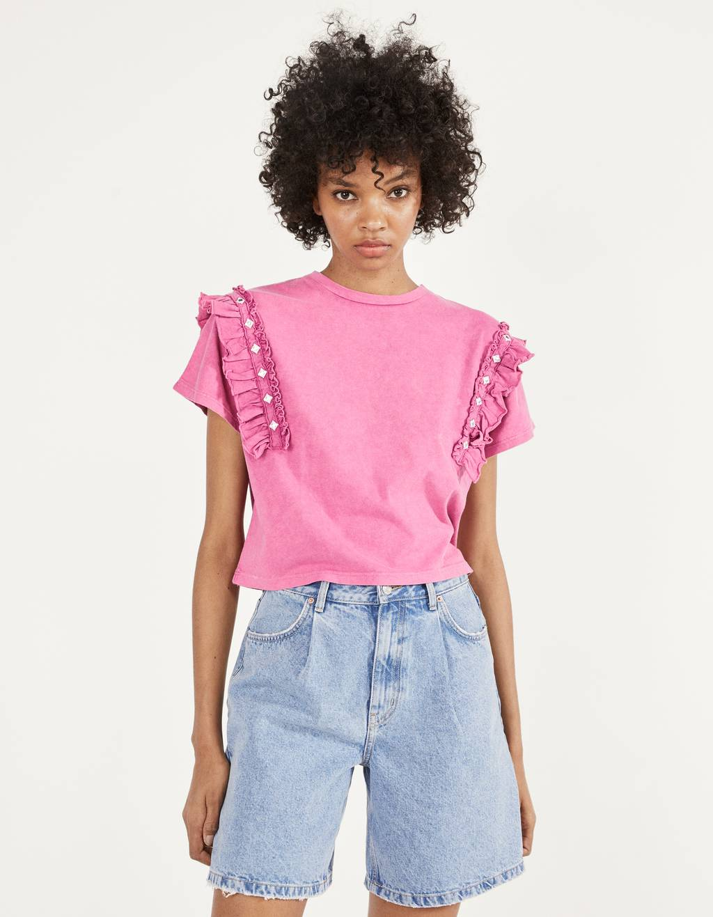 Cropped T-shirt with ruffles and beading