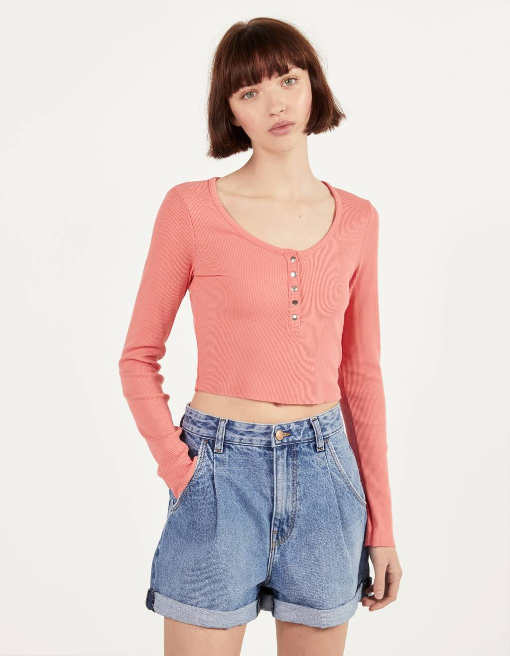 Cropped T-shirt with buttons