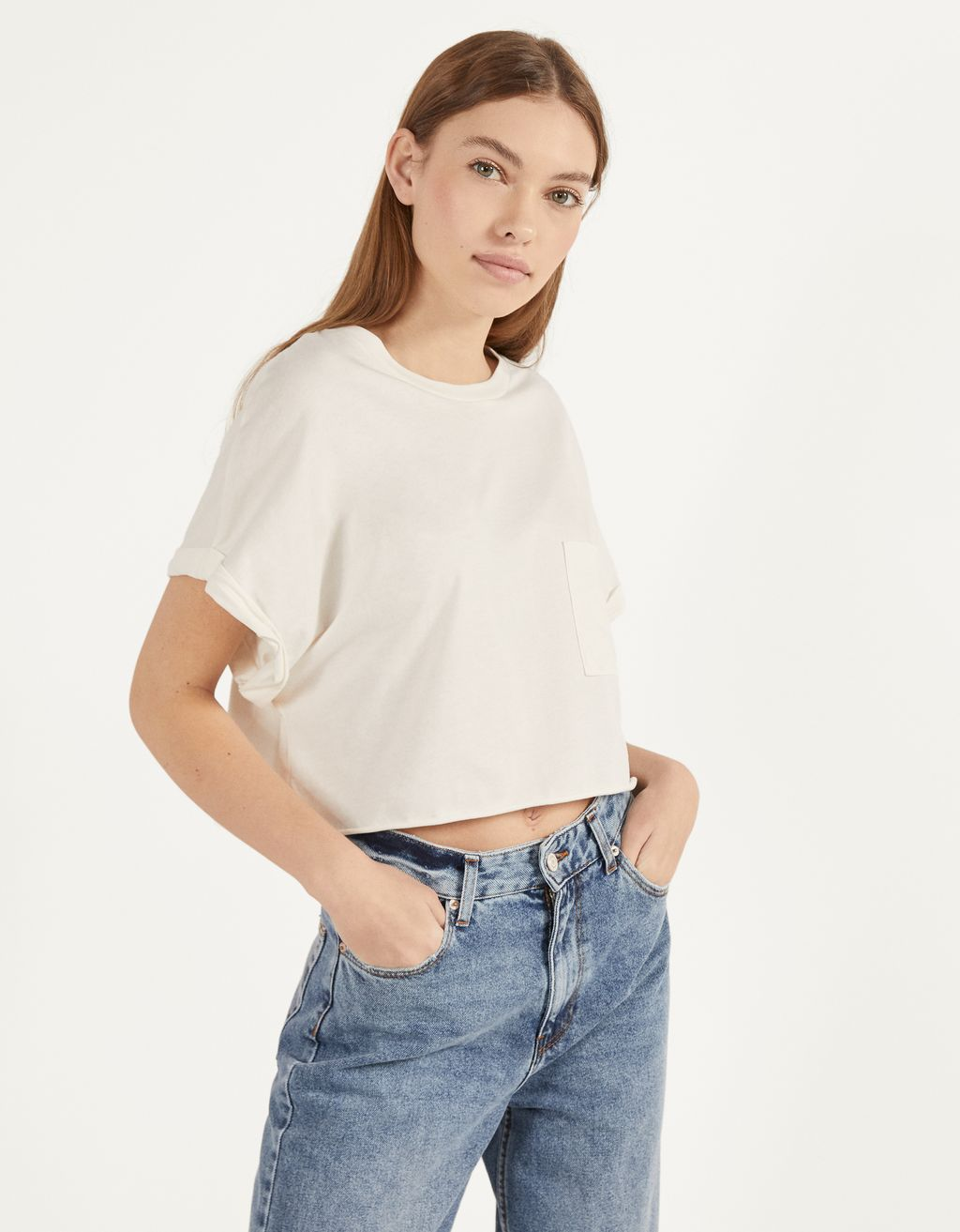 T-shirt cropped com bolso