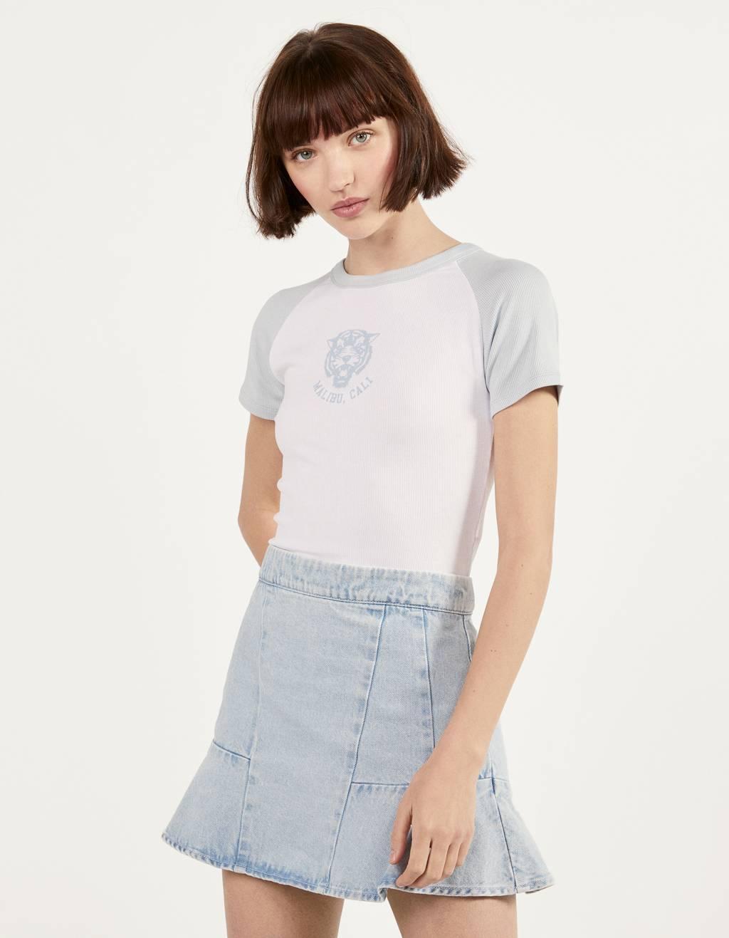 Camiseta con manga ranglán