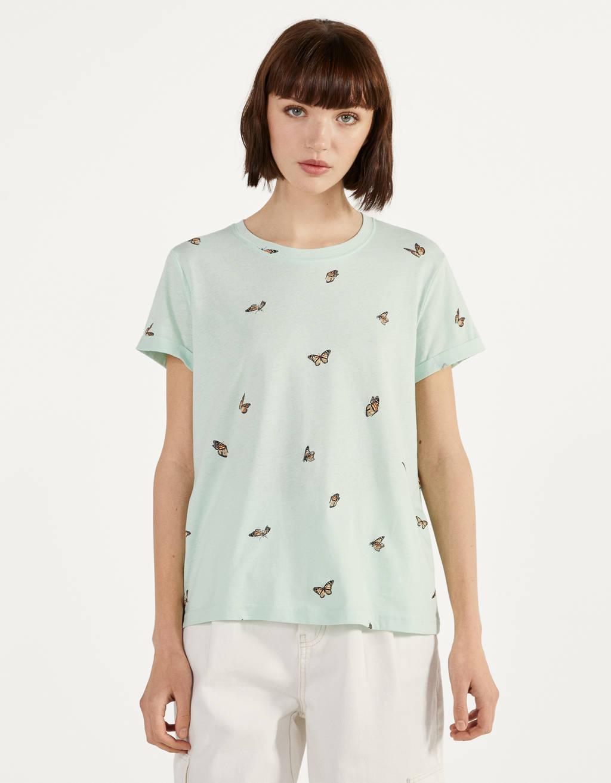 Camiseta con manga corta