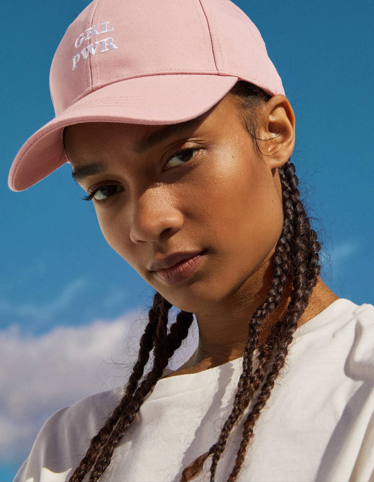 Gorra con bordado