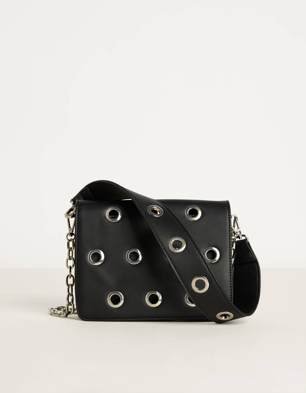 Bag with eyelets