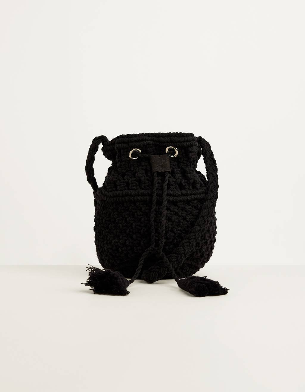 Bucket bag with fringing