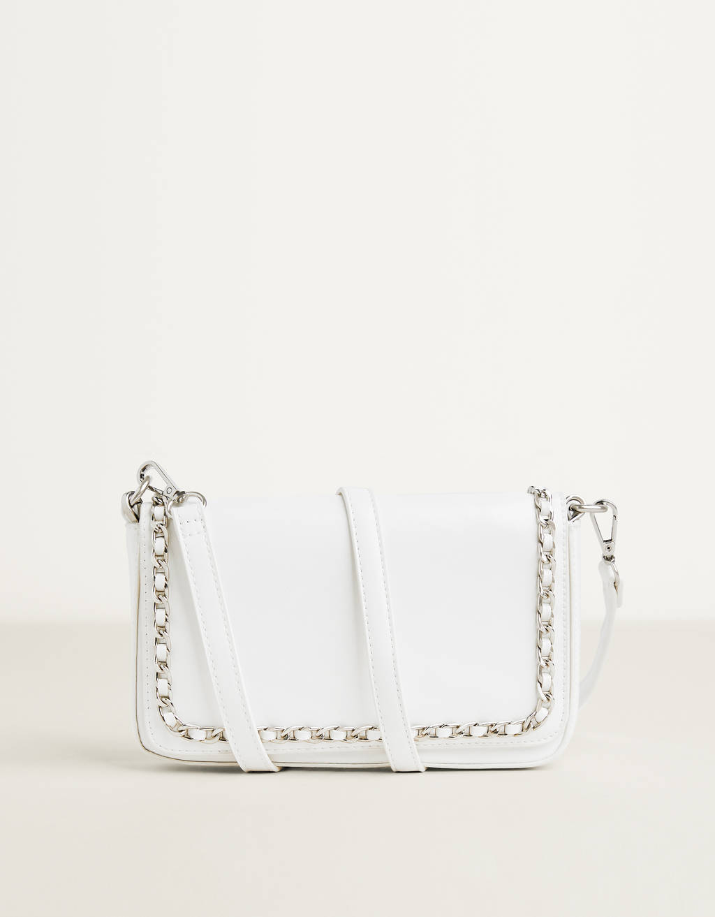 Handbag with chain strap
