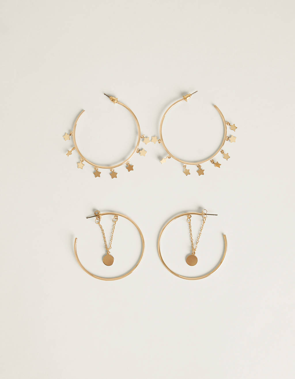 Set of hoop earrings with charms