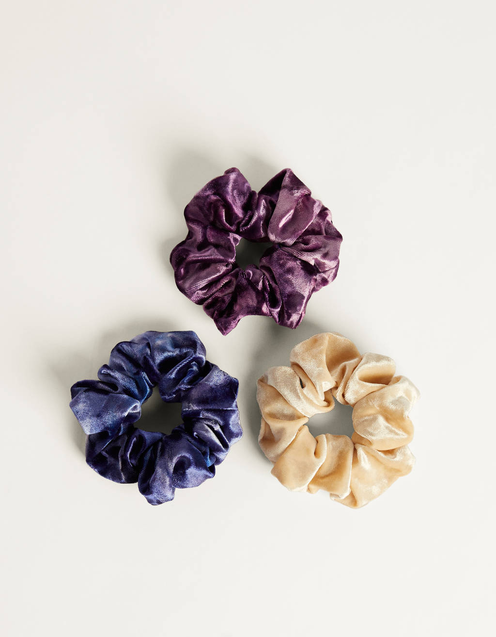 Set of velvet scrunchies