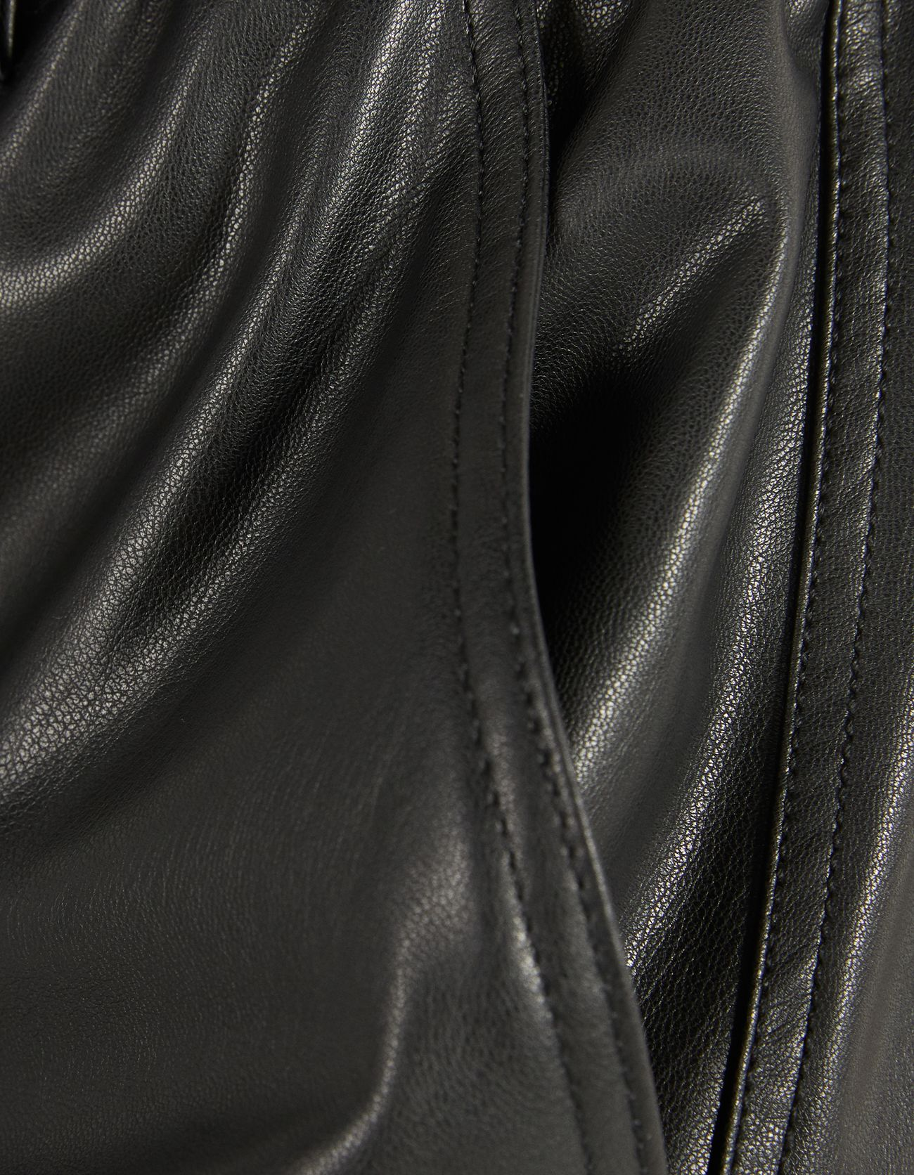 Брюки-джогеры из искусственной кожи Черный Bershka