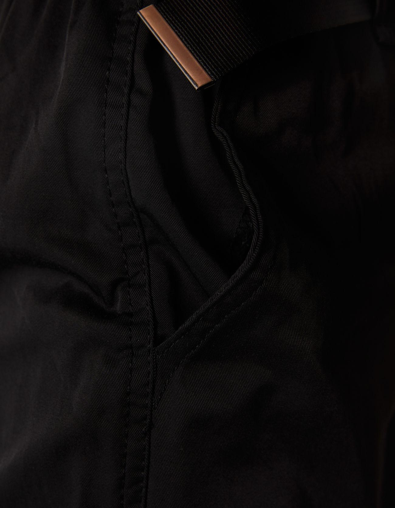 Брюки карго с поясом Черный Bershka