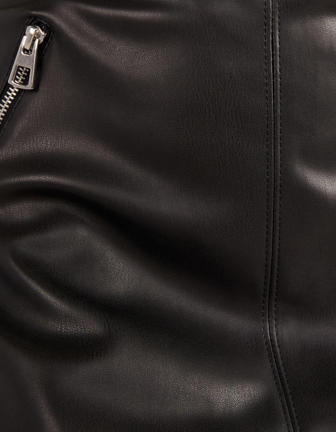 Юбка из искусственной кожи с поясом ЧЕРНЫЙ Bershka