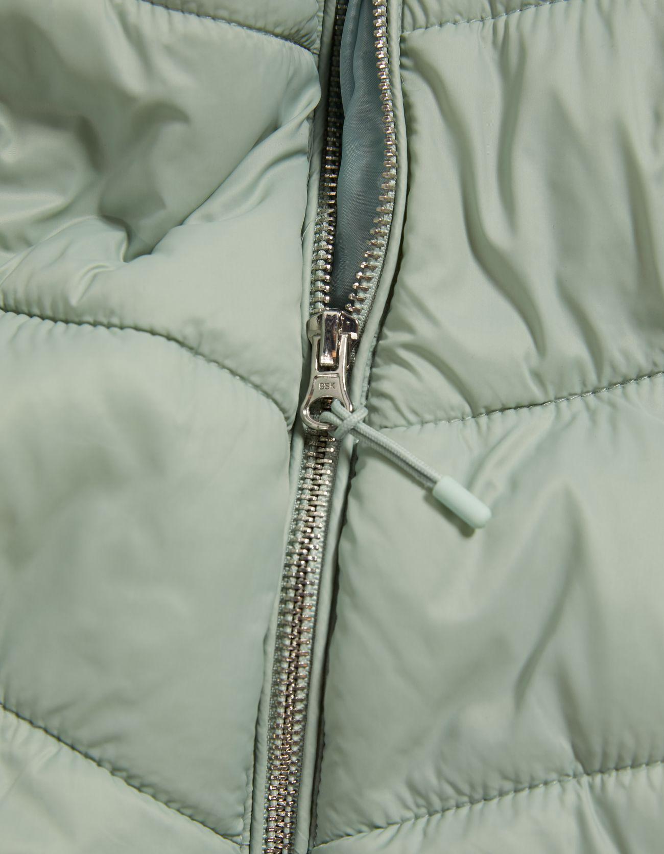 Стеганая куртка с капюшоном Зеленый Bershka