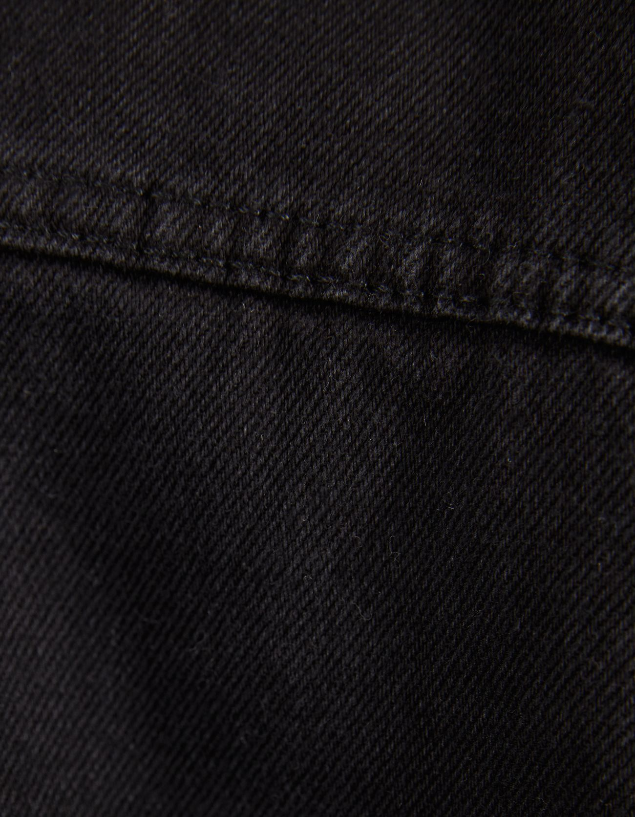 Джинсовая куртка с отделкой из искусственной овчины ЧЕРНЫЙ Bershka
