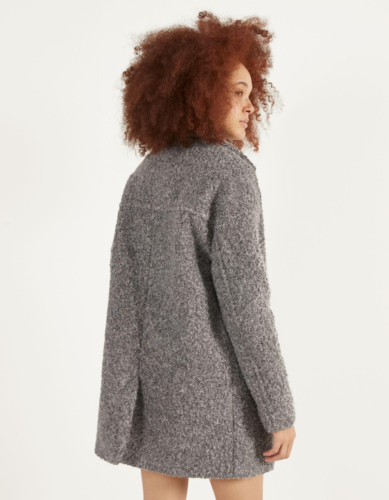 Пальто оверсайз из искусственной овчины Серый Bershka