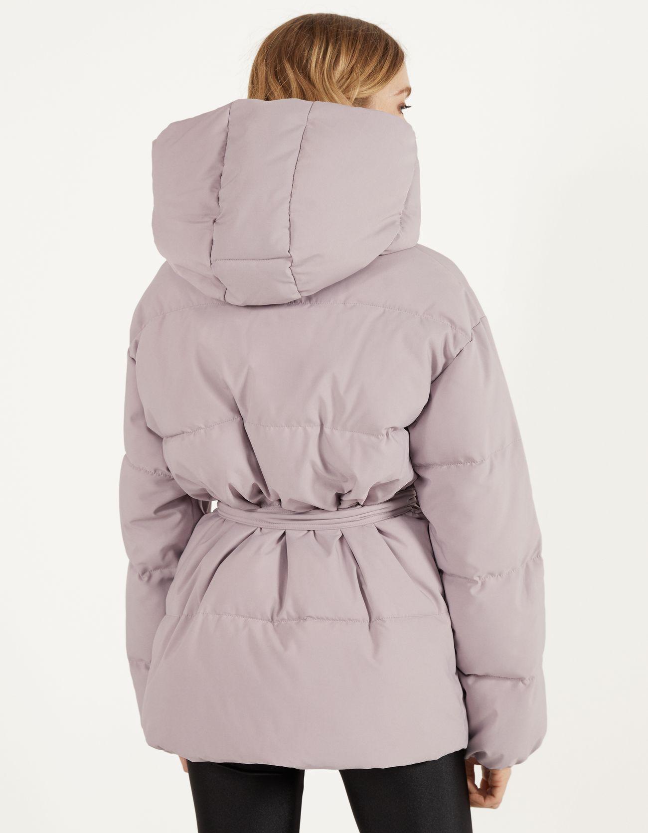 Стеганое пальто с поясом Фиолетовый Bershka
