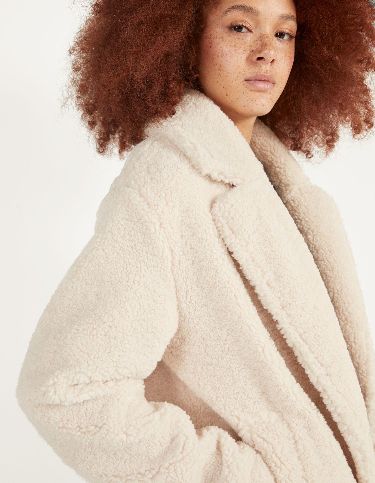 Пальто из меха под овчину Бежевый Bershka