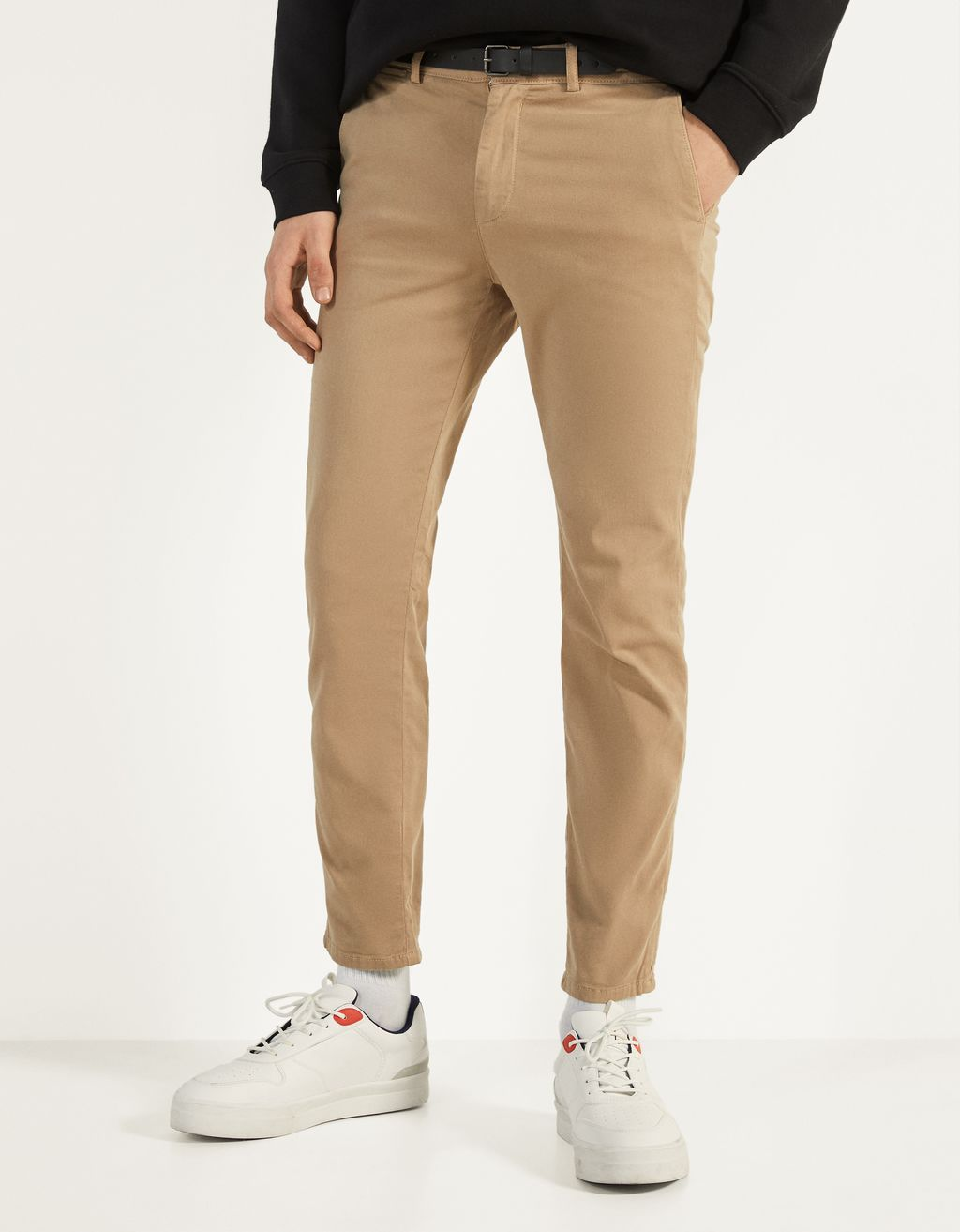 Slim Fit chino nadrág övvel