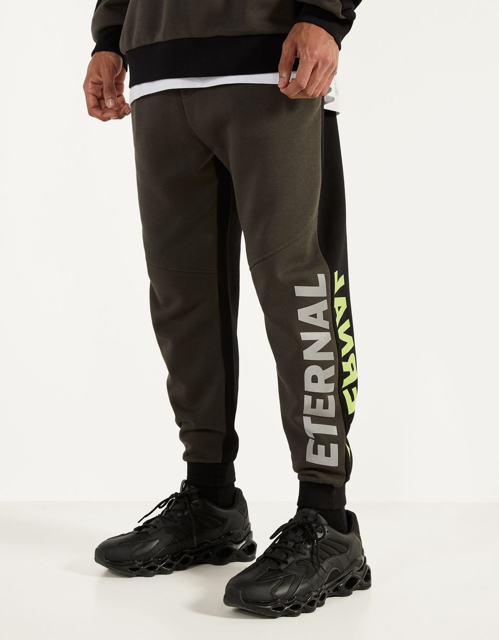 Pantalón jogger con estampado