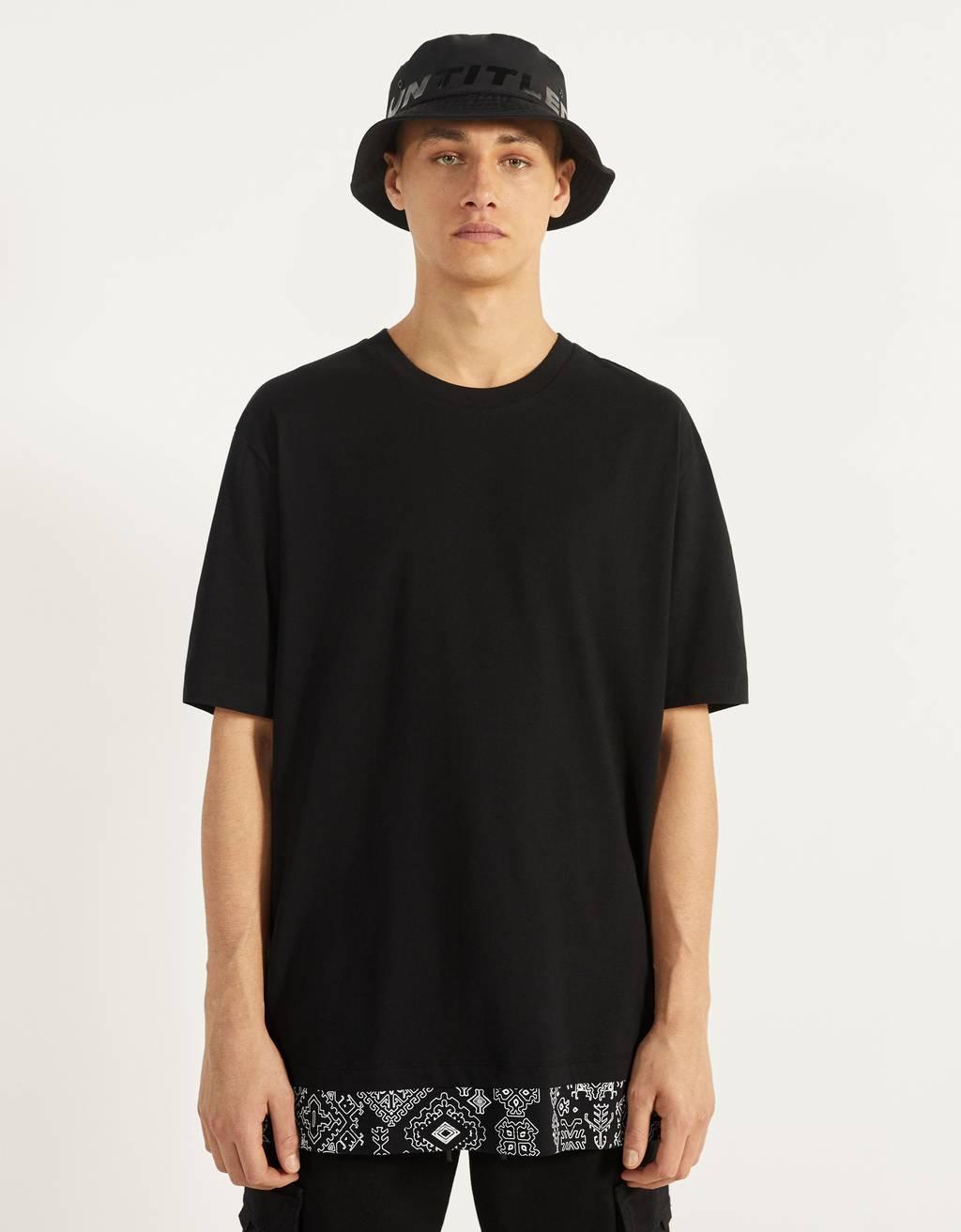 T-shirt met paisleydetail