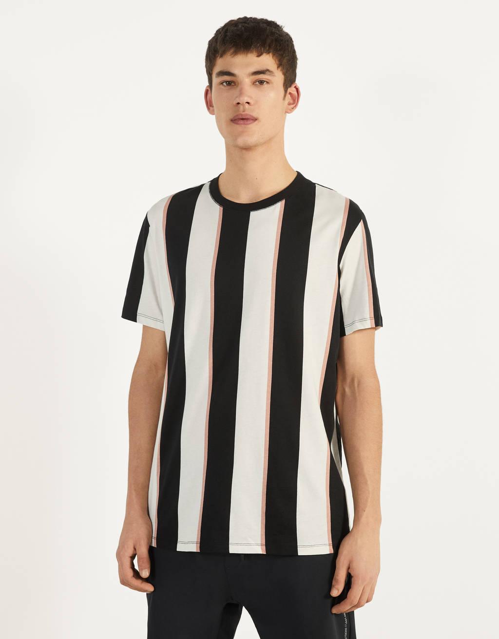 Raidallinen T- paita