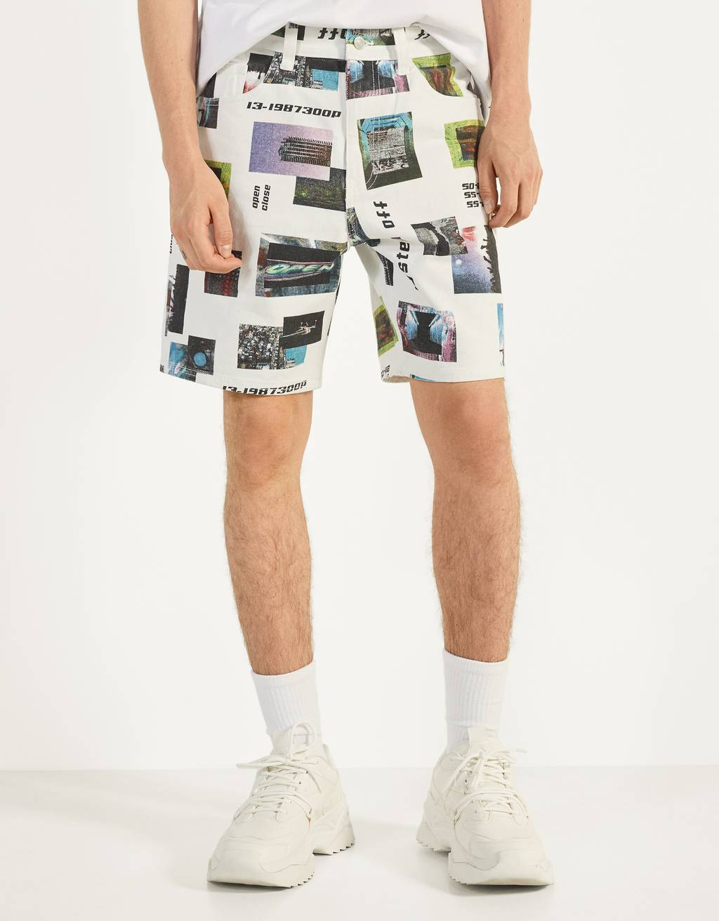 Bermuda shorts with a photographic print