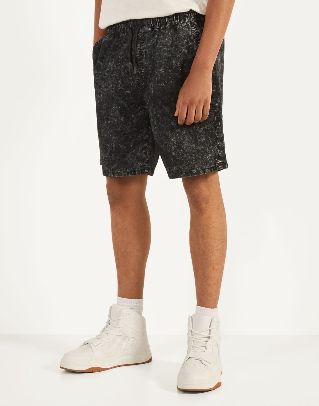 Acid wash jogger Bermuda shorts