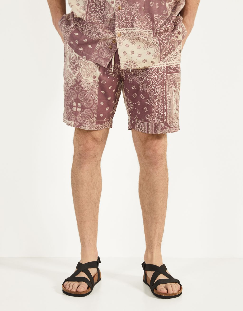 Jogging Bermuda shorts with paisley print