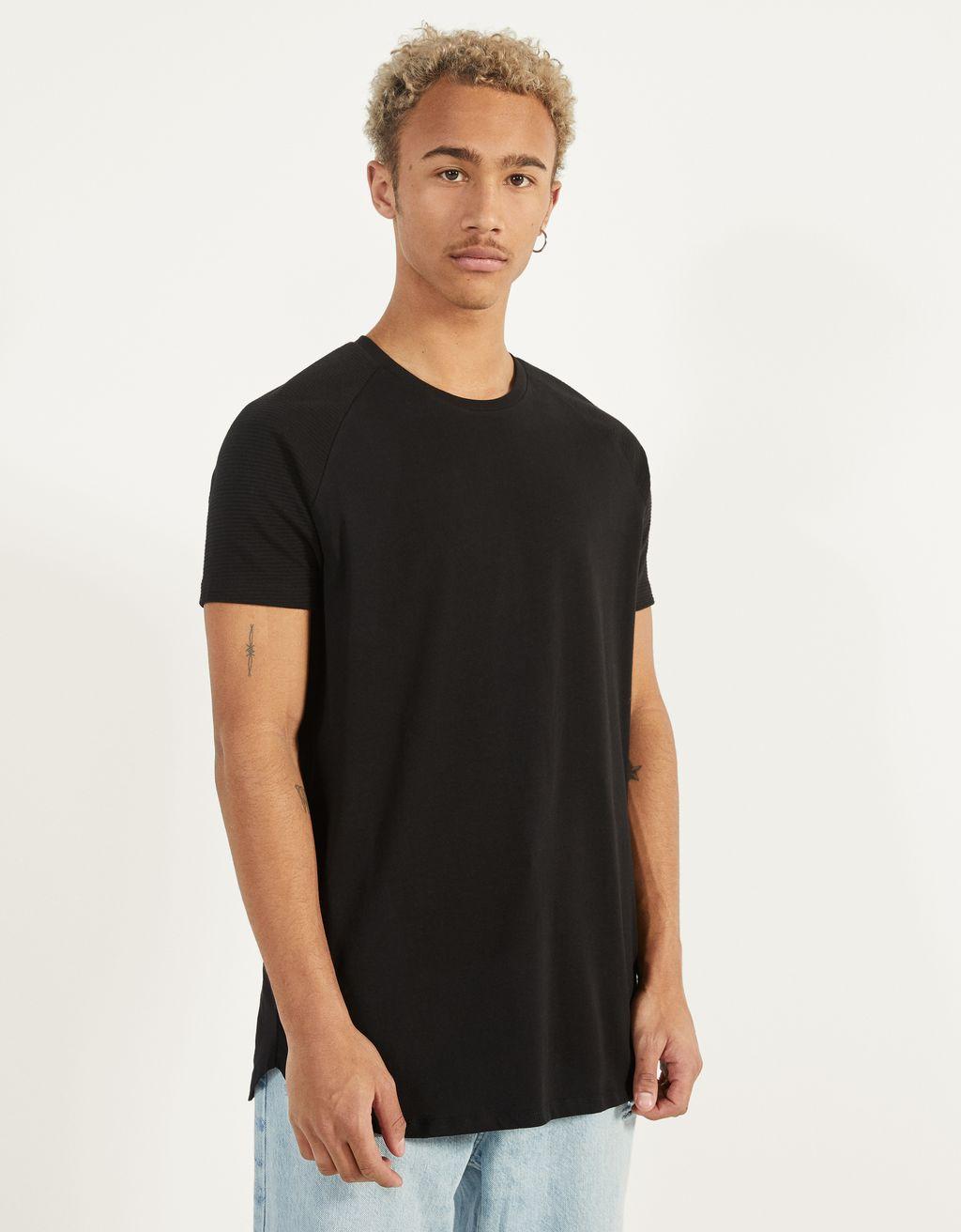 Raglan sleeve T-shirt