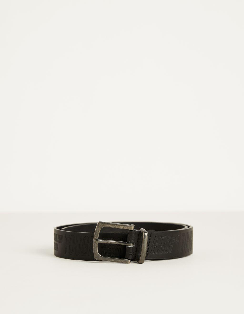 Cinturón con grabado