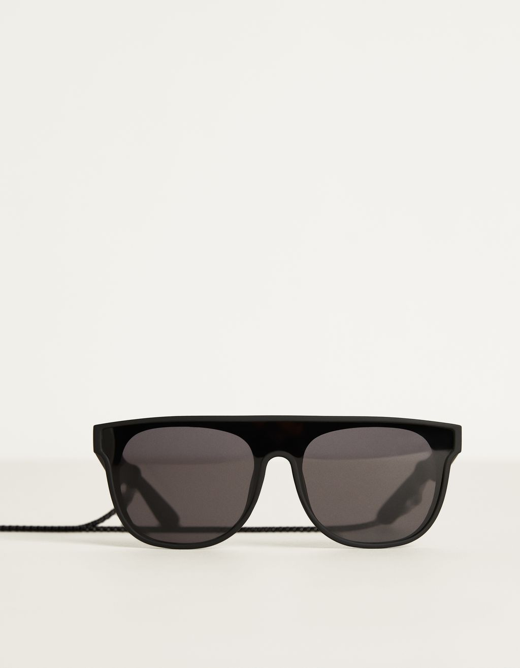 Sunglasses with frame detail