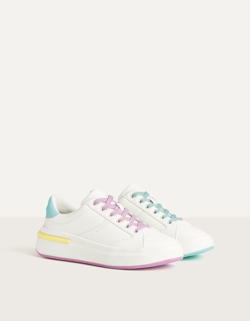 Sneakers with multicolored contrast