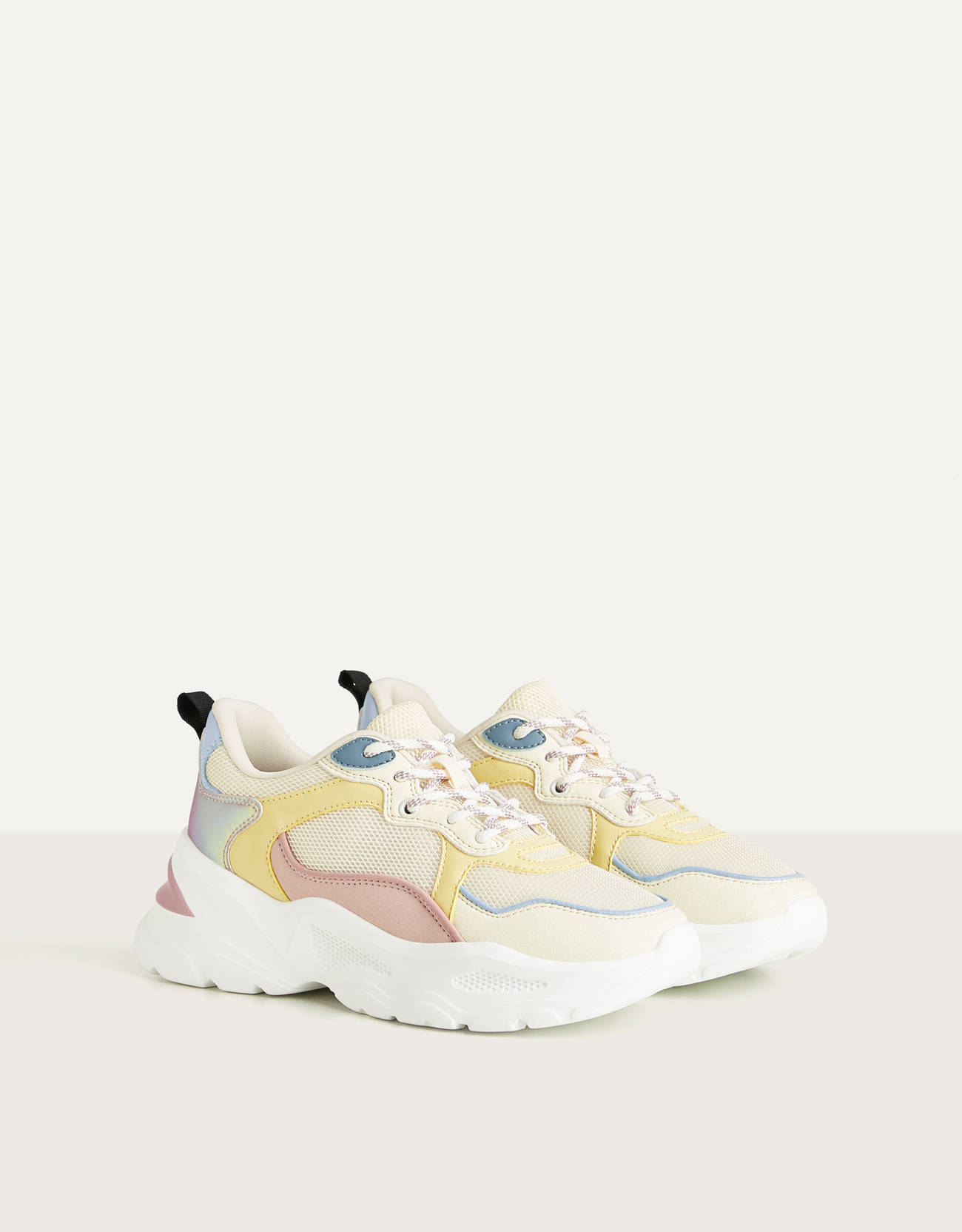 Combined trainers with iridescent details