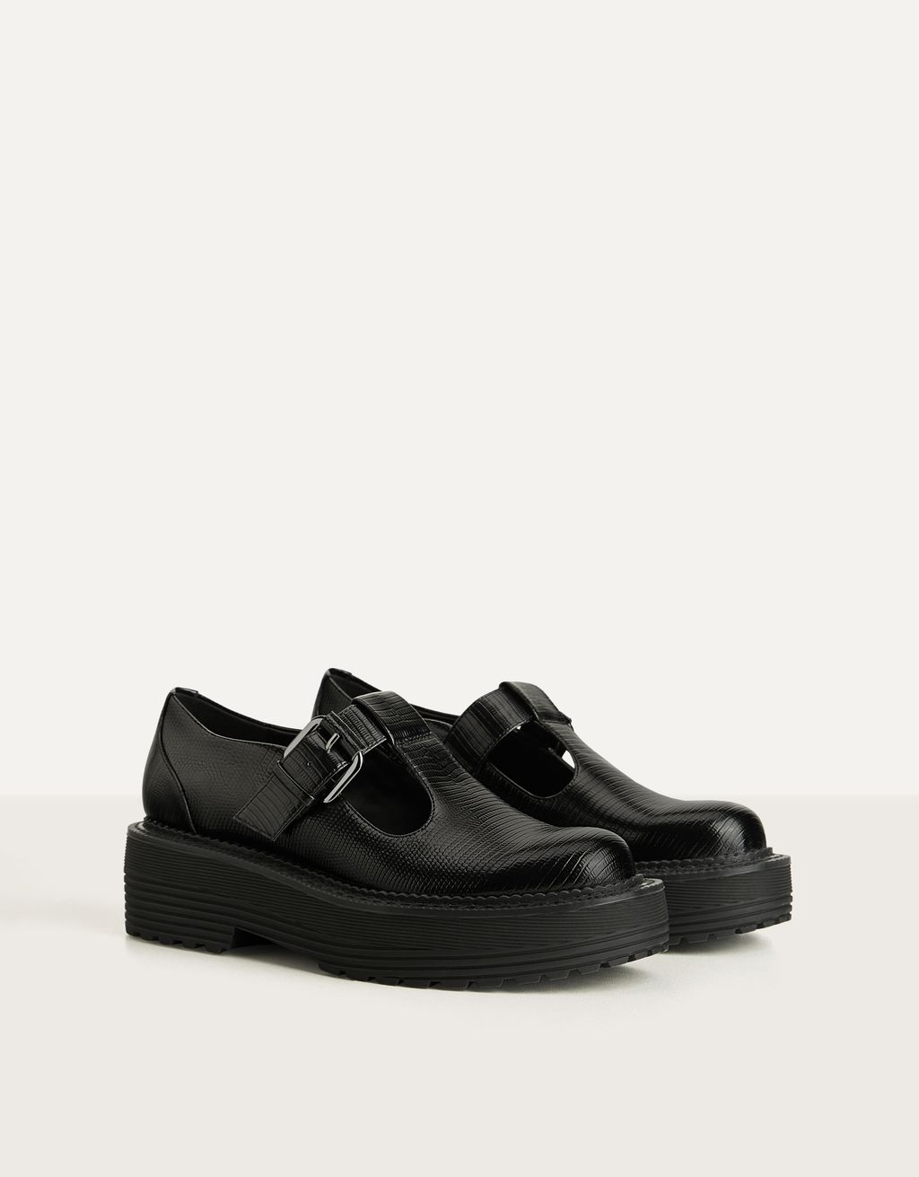 Flat platform shoes