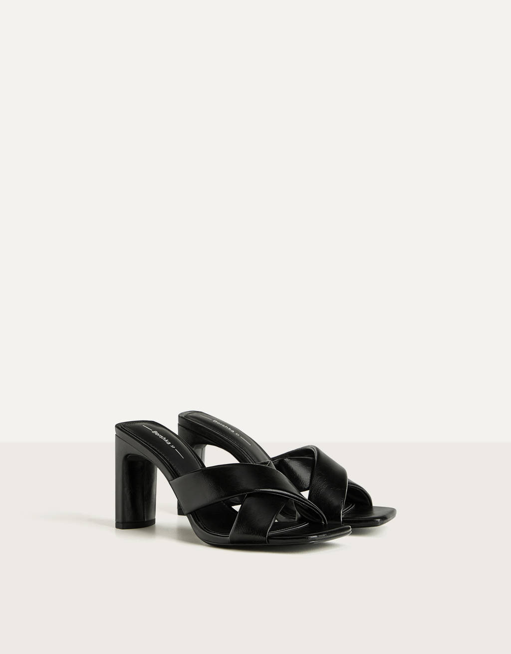 Heeled sandals with crossover straps
