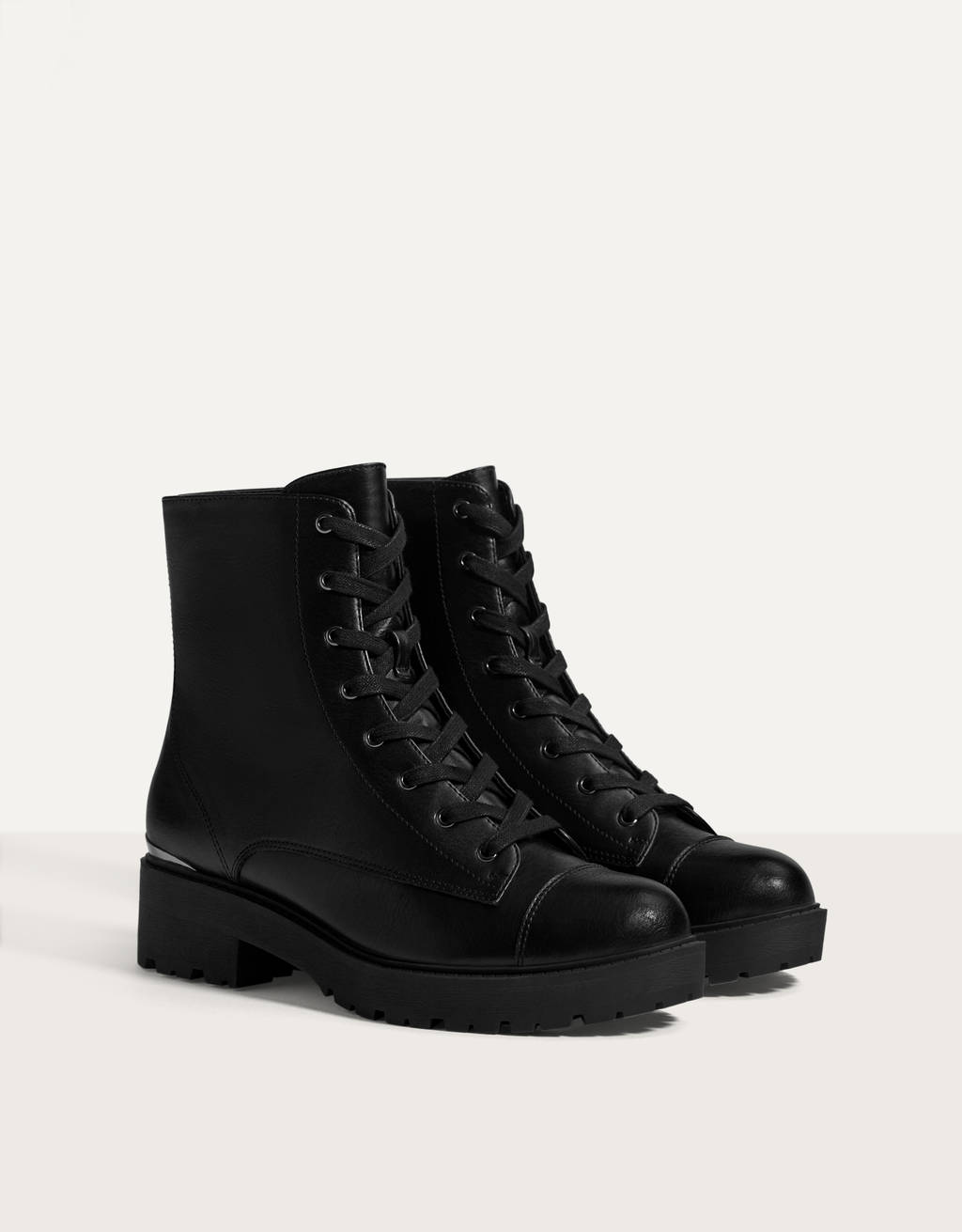 Lace-up flat ankle boots