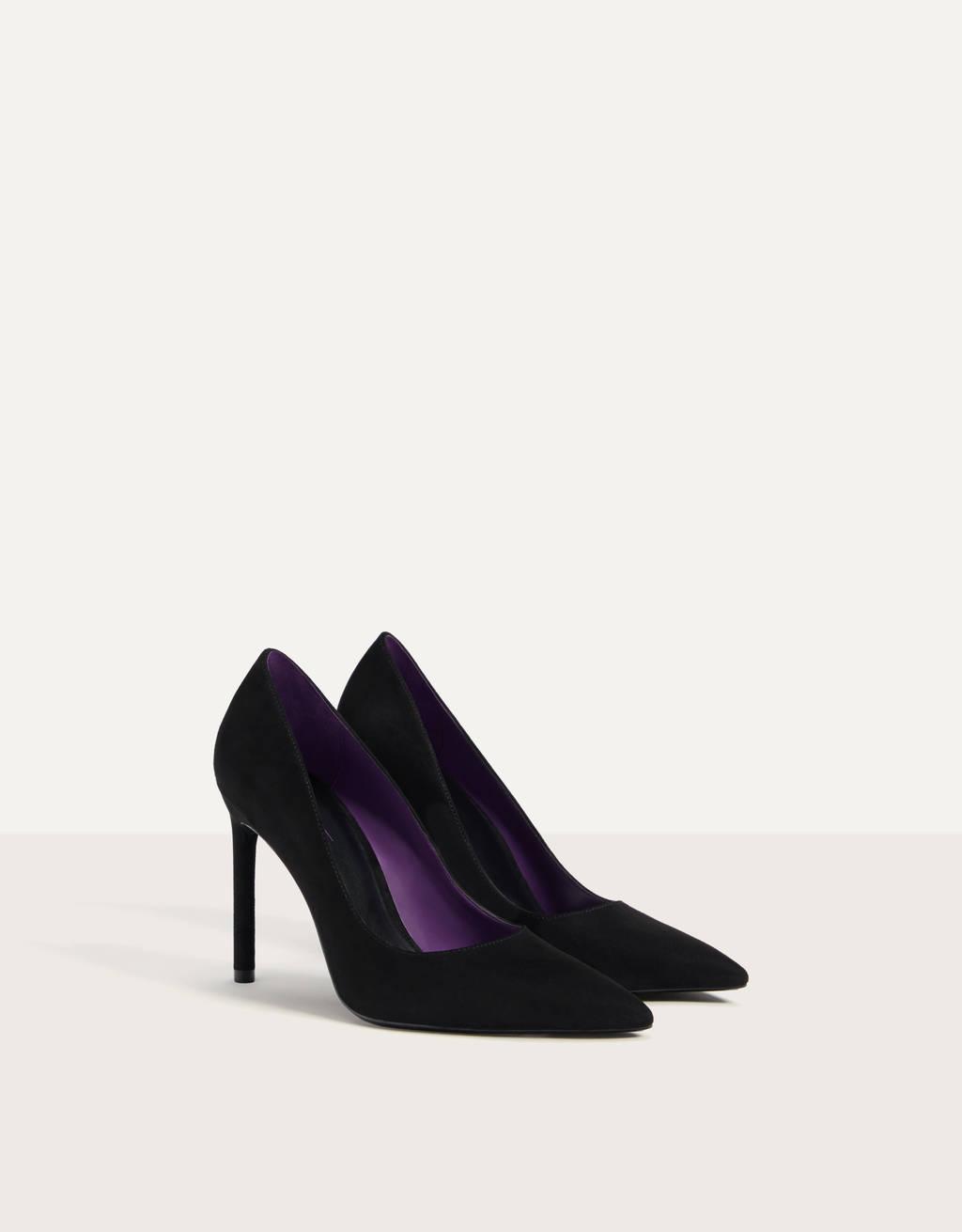 Stiletto heel shoes