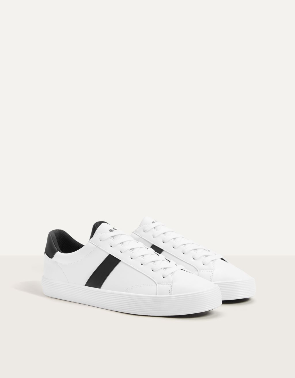 Men's trainers with side detail