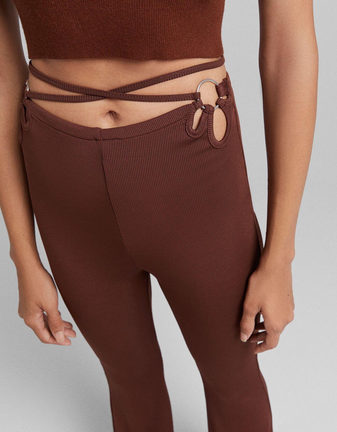 Расклешенные брюки с кольцом Κоричневый Bershka