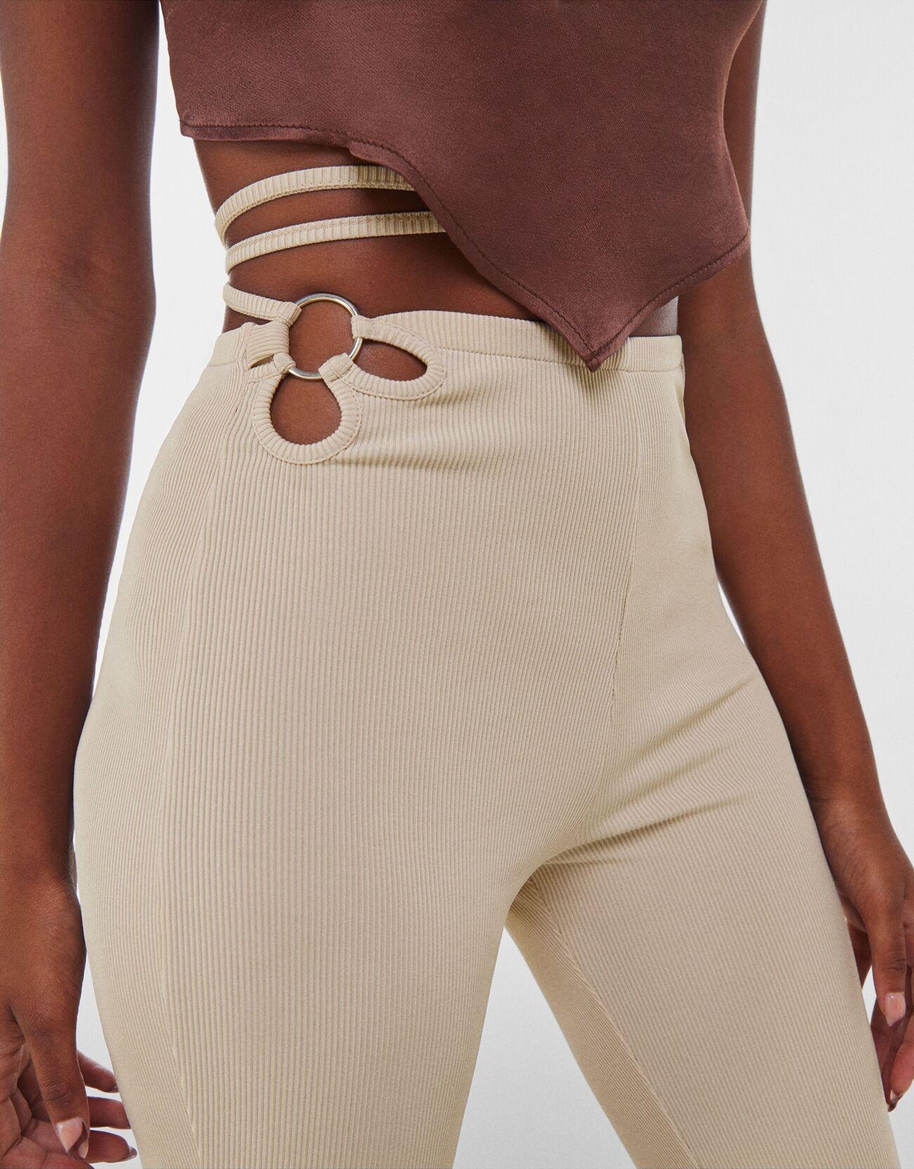 Расклешенные брюки с кольцом Песочный Bershka