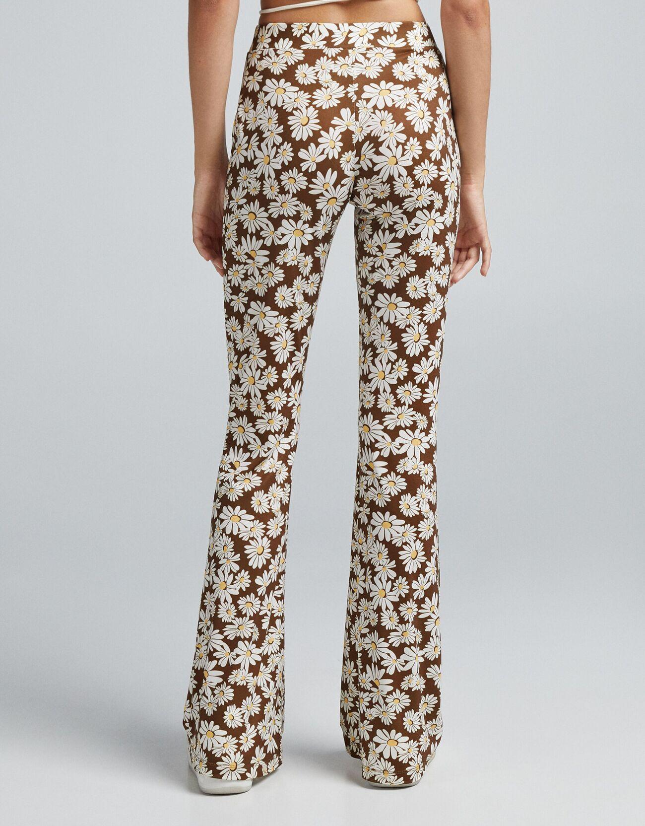 Расклешенные брюки с цветочным принтом Κоричневый Bershka