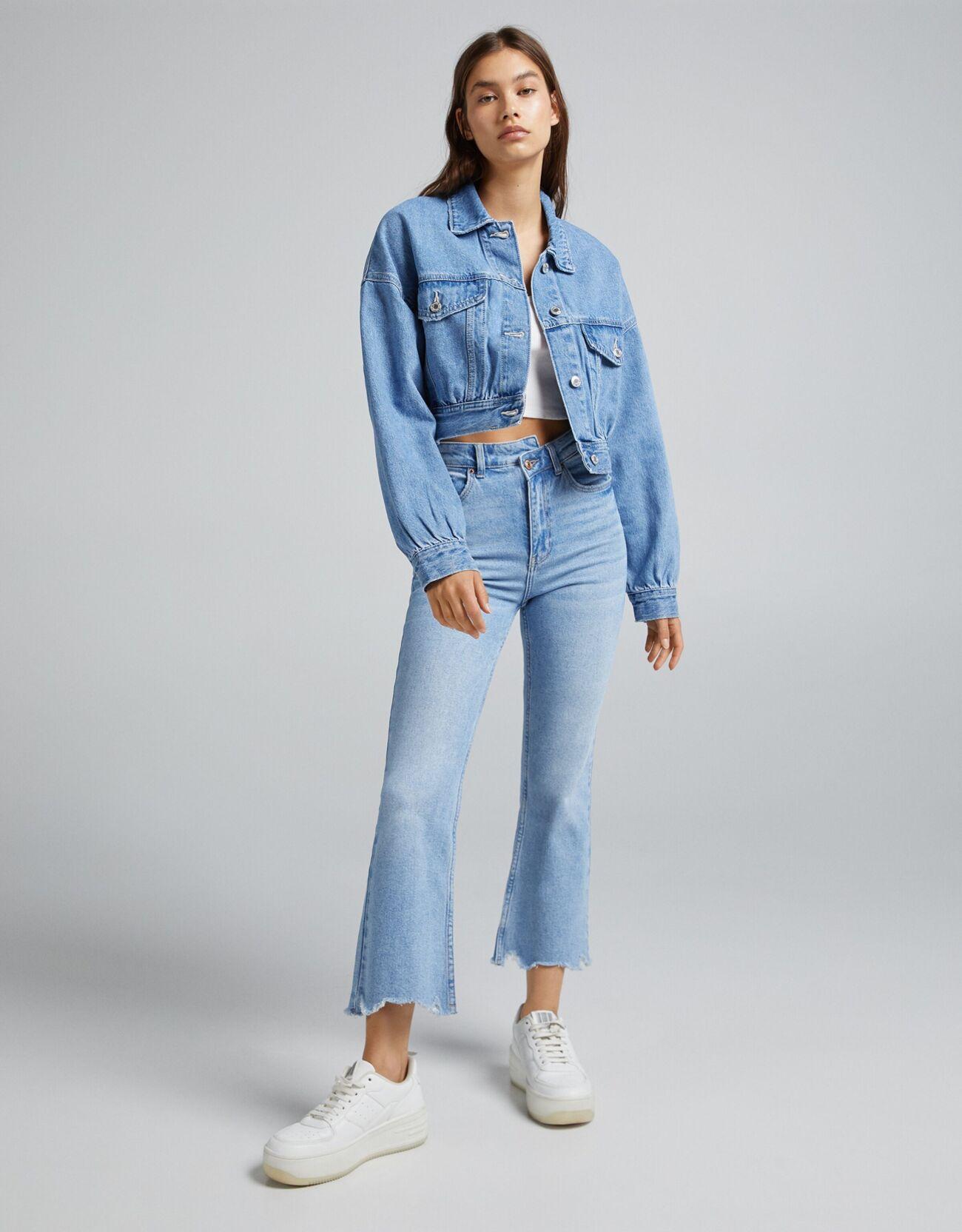 Укороченная джинсовая куртка Синий застиранный Bershka