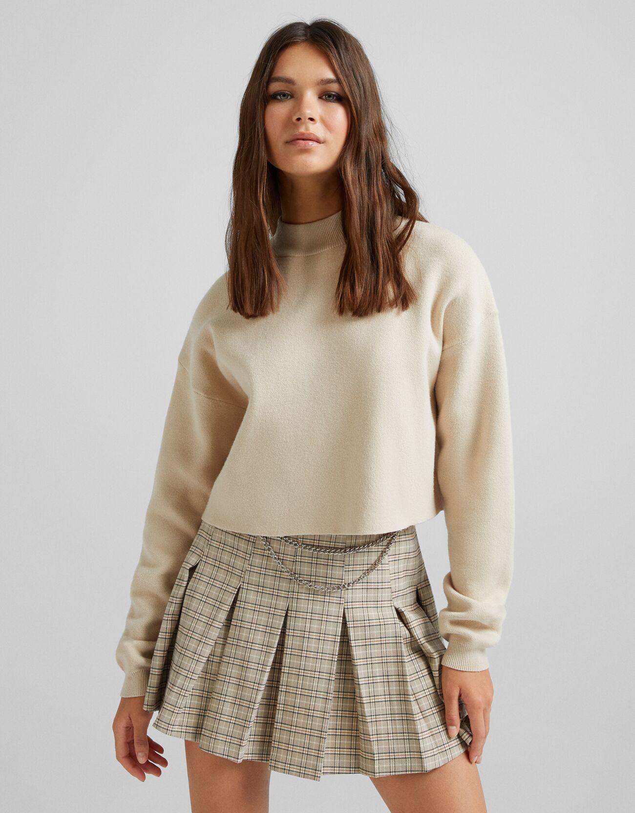 Бежевый Укороченный свитер с высоким воротником Bershka